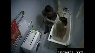 18 বছর বয়সী piglet তার ভাই দ্বারা বাথরুমে fucked