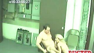 Babe aux gros seins baisée par son beau-père