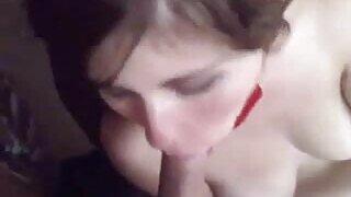 निर्लज्ज वेश्या तिच्या भावाचा लंड शोषून घेते